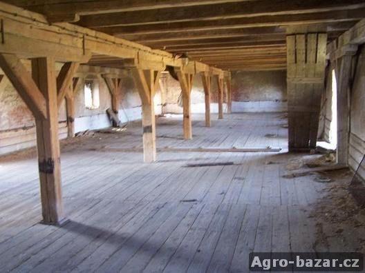 Vykoupíme staré tesané a řezané trámy,podlahová prkna,fošny.
