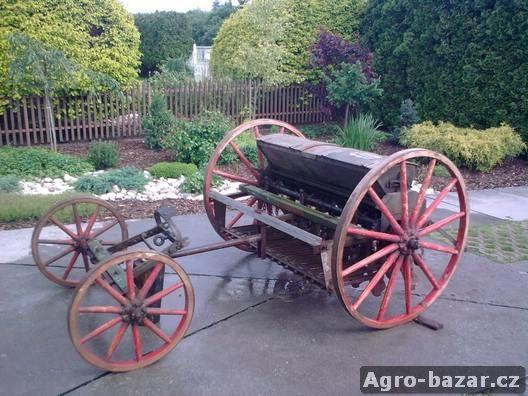 Starý secí stroj Patria Mignon
