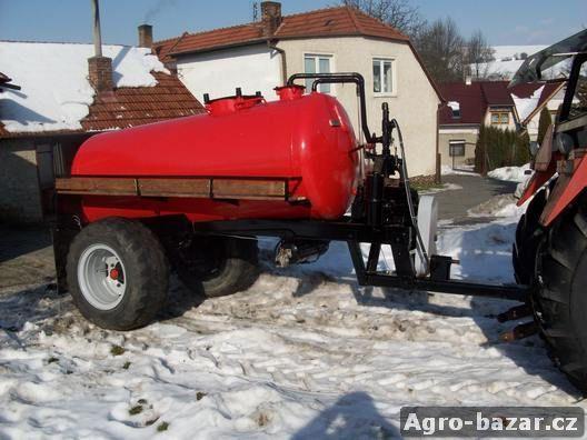 fekální vůz za traktor