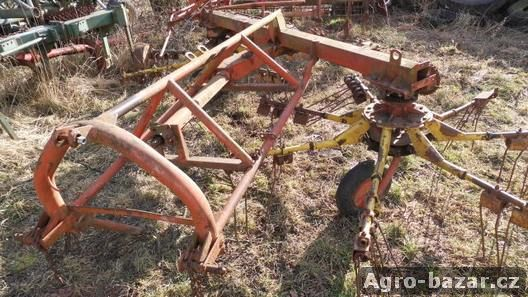 Nahrnovač sena r.v. 1990 Agrostroj Rožmitál