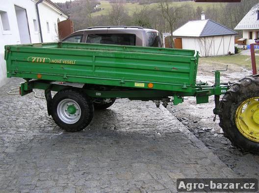 Traktorov� p��v�s