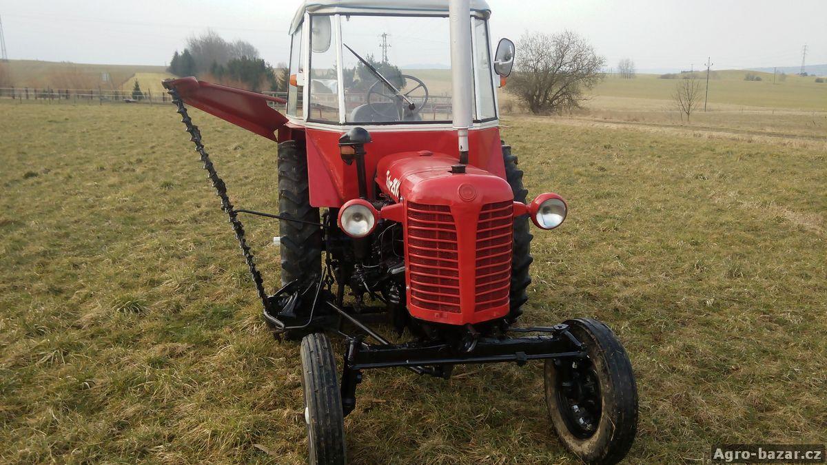 Traktor Zetor 25 K s boční lištou a hydraulikou