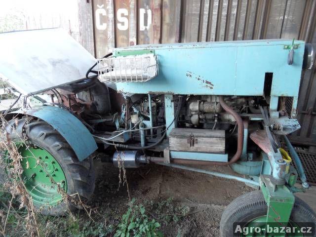 Traktor domácí výroby s motorem Oktavie