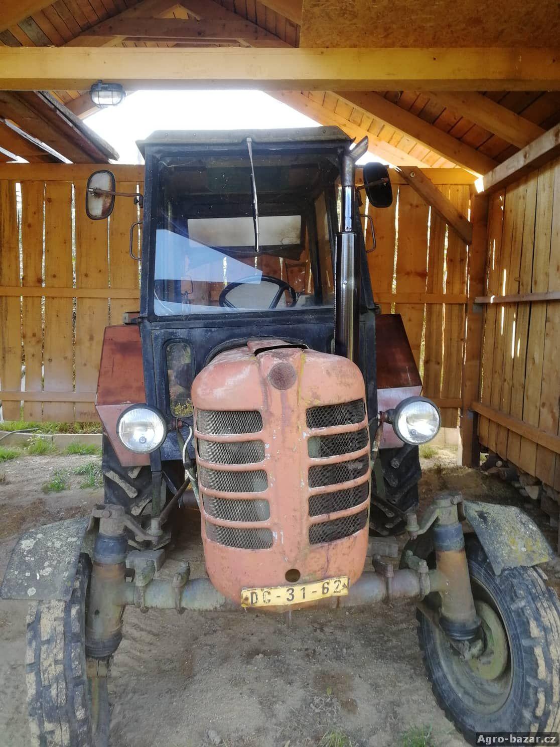 Traktor Zetor 3011 + vybavení