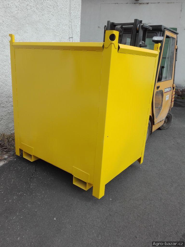 Velká kovová bedna - kontejner na obilí