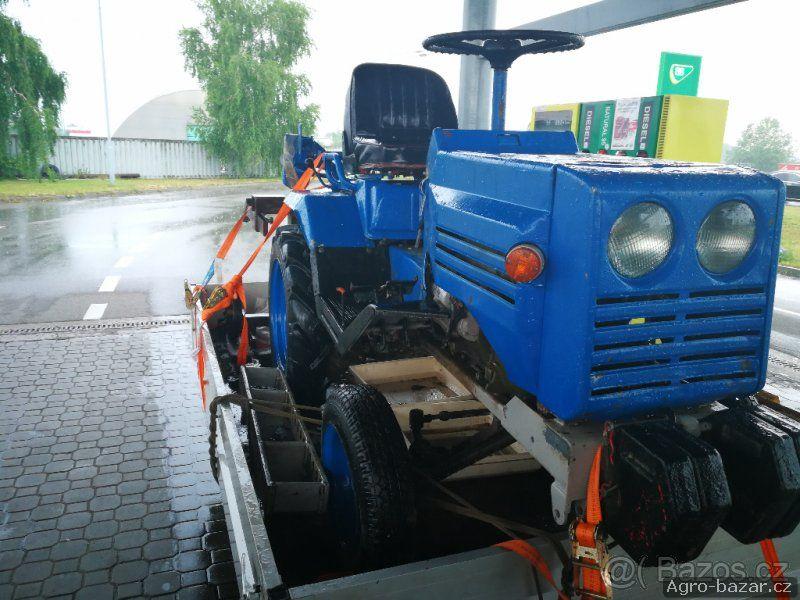 Traktor T-012
