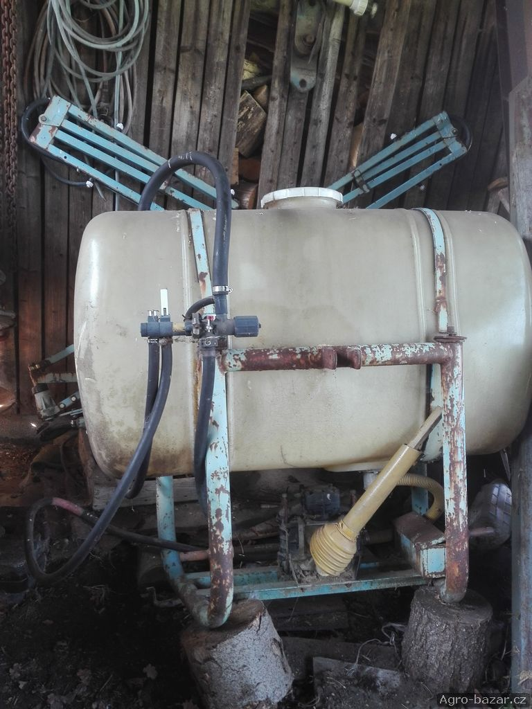 Nesený postřikovač za traktor
