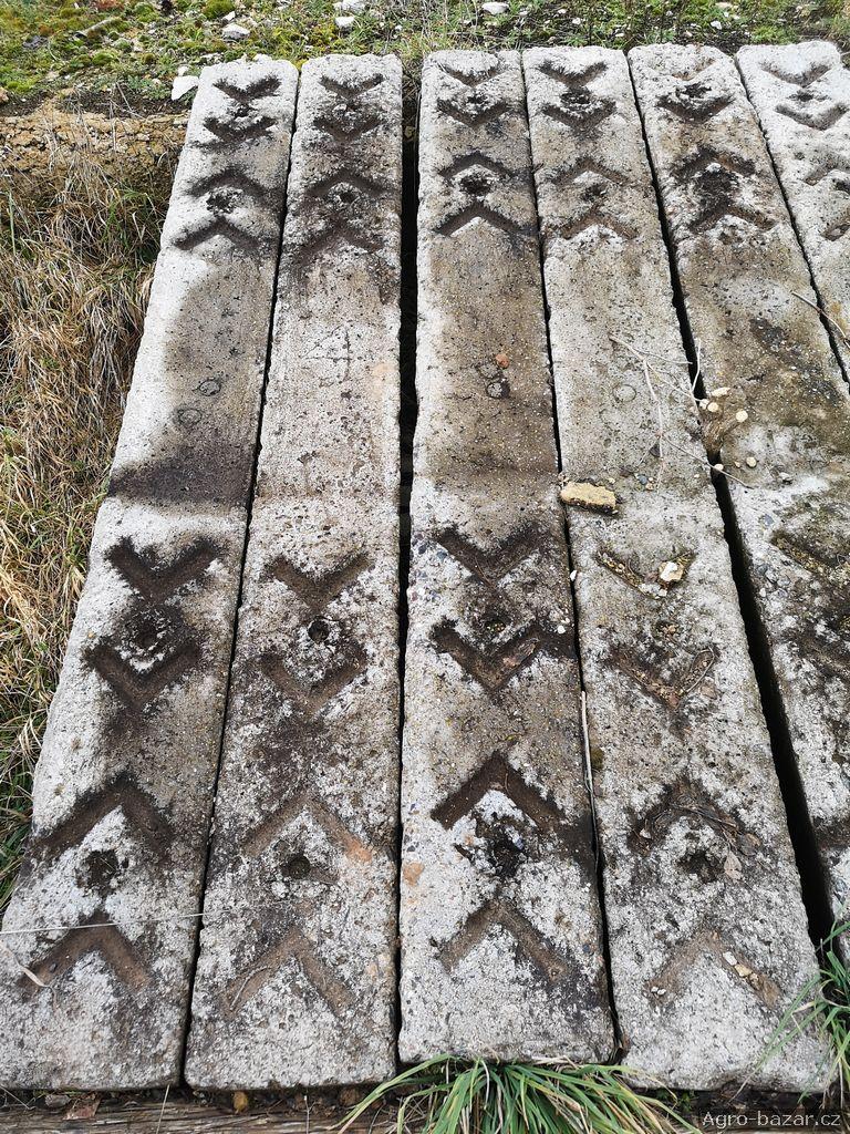 Betonové pražce 240*30, cca 500ks, Rakovnicko