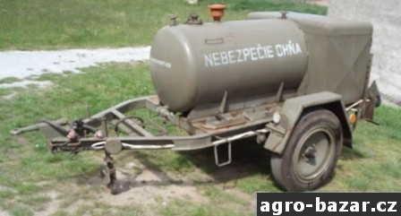 Mobilní cisterna nádrž PHM a oleje