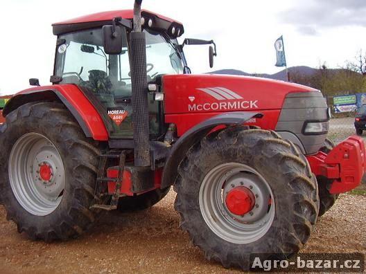 Traktor McCormick XTX 215