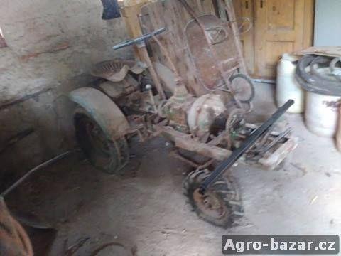Malo traktor k dodělní
