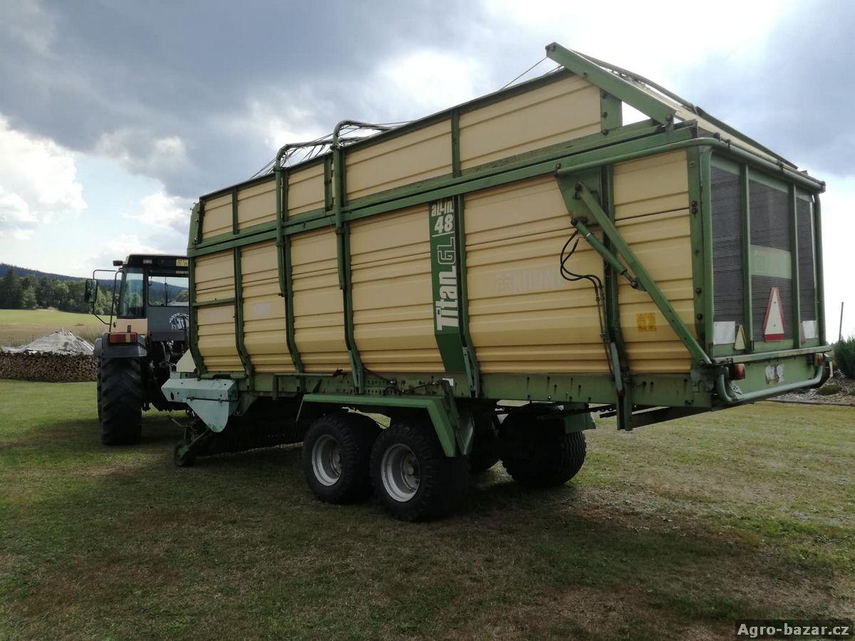 Traktor JCB Fastrac + senážní vůz Krone